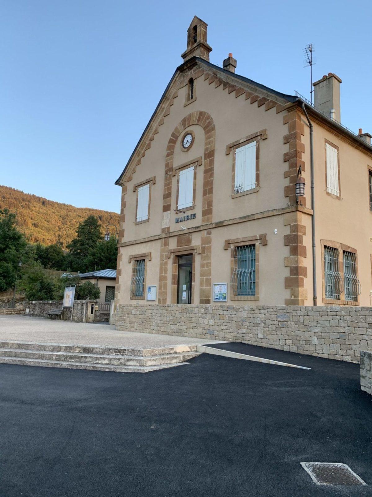 Mairie de Saint Étienne Du Valdonnez